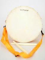 Lutner FLT-KTYG-30 Детский маршевый барабан оранжевый, с палочками.